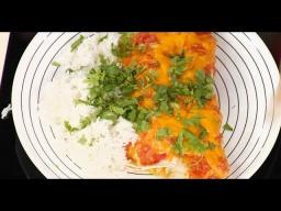 Мексиканская лепёшка тортилья с курицей и кукурузой - Энчиладас / Илья Лазерсон / Мировой повар