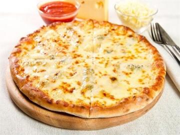 Белая (сырная) пицца готовится без помидоров и томатного соуса / Илья Лазерсон / Мировой повар