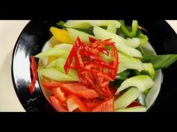 Как нарезать болгарский перец крупно красиво от шеф-повара /  Илья Лазерсон / Обед безбрачия