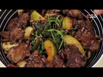 Французский тёплый салат с куриной печёнкой и шампиньонами от Ильи Лазерсона / Обед безбрачия