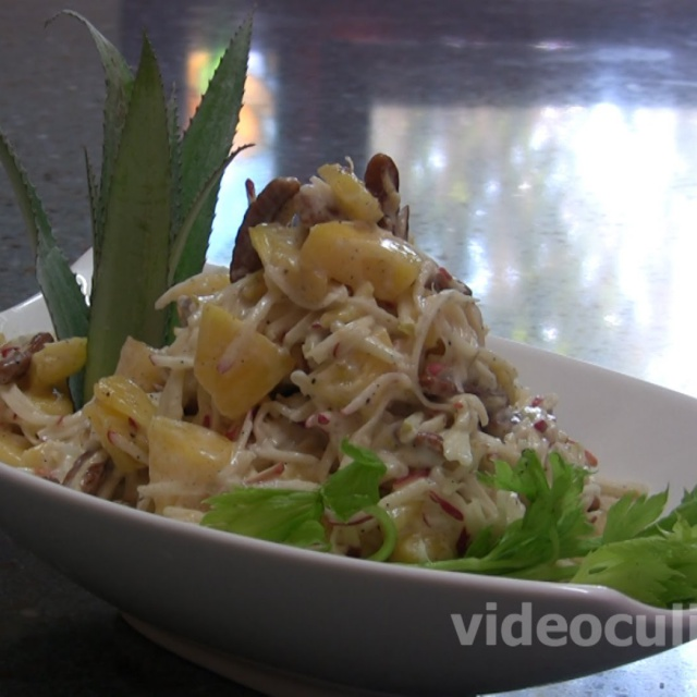 """Салат """"Вальдорф"""" с ананасом видео рецепт"""