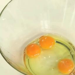 Как правильно разбивать яйца | Лазерсон Илья | Мировой Шеф-повар