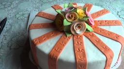 Торт в домашних условиях. Украшения из мастики (маршмеллоу или жевательный зефир).