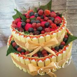 """Как сделать торт из киндеров своими руками """"Ягодная полянка"""". Подарок на Пасху, день рождения."""