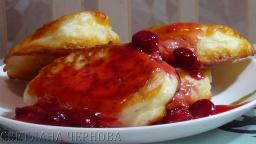 Светлана Чернова -  Оладьи пышные и вкусные с вишневым соусом   ---Pancakes lush and delicious with