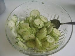 Огуречный салат   Рецепт Маринкины Творинки