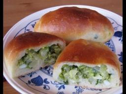 Пирожки с молодой капустой, зеленью и яйцом | Рецепт Ирины Хлебниковой