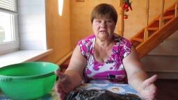 Юлия Минаева -  Укоренение розы из букета. Проверено-работает!