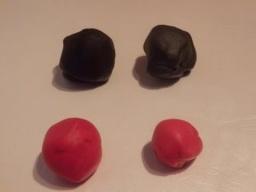 как окрасить мастику черным и красным цветами/schwarze Fondant einfärben