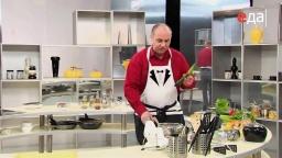 Как нарезать свежий огурец длинными полукольцами мастер-класс от шеф-повара / Илья Лазерсон