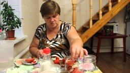 """Юлия Минаева - """"Аппетитные дольки"""" Рецепт консервированных помидоров"""