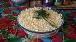 Как приготовить  вкусный салат мимоза дома слоями
