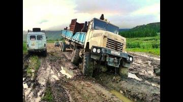 Мощные грузовики КРАЗ, КАМАЗ, УРАЛ на бездорожье  севера