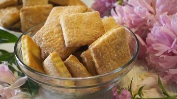 Калинина Наталья  Вкуснейшее Быстрое слоеное печенье  на сметане.  Улетный рецепт!