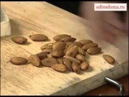 Салат с миндалем и рокфором | Рецепт Юлии Высоцкой