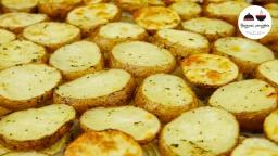 Видео -  КАРТОШКА в духовке  Даже без мяса вкусно! Potatoes In The Oven