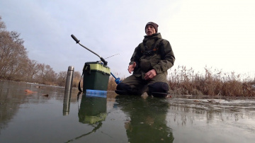 Первый лед 2018/2019. Ловля щуки на балансир. Зимняя рыбалка на маленькой речке.