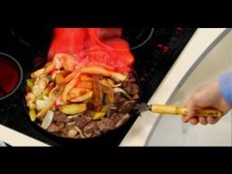 Мясо с картошкой в сковородке фламбированное рецепт от шеф-повара /   Обед безбрачия
