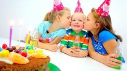 Настя и Ксюша: С ДНЕМ РОЖДЕНИЯ, ВОВА! Готовим вместе с Миньонами Торт. Рецепты для детей