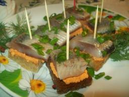 Канапе с  сельдью- отличная закуска | Рецепт Светланы Черновой